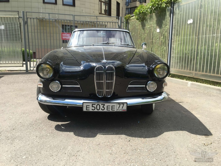 ретро автомобиль BMW 503 Coupe 1960 год выпуска