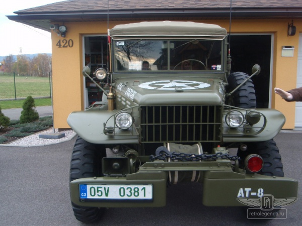 ретро автомобиль Dodge WC57 Command car 1944 год выпуска