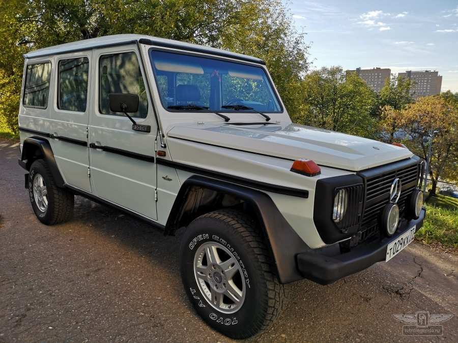 ретро автомобиль Mercedes-Benz 230GE 1979 год выпуска