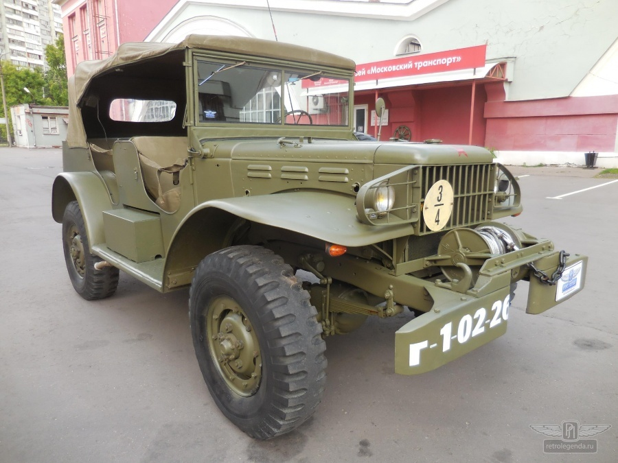 ретро автомобиль Dodge WC58 Radio Command car 1943 год выпуска