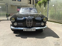 ретро автомобиль BMW 503 Coupe