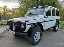 ретро автомобиль Mercedes-Benz 230GE